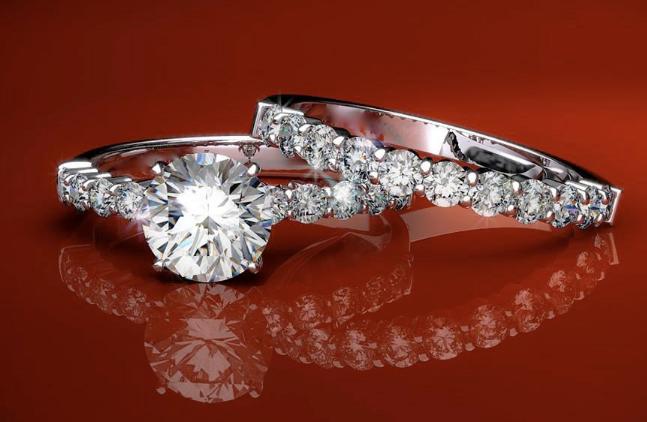 Anelli con diamanti stupendi a prezzi fantastici